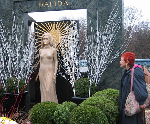 http://www.lookoutjazz.com/images/paris-dalida-large.jpg